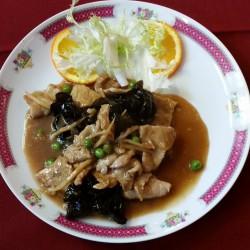Porc sauté aux champignons noirs et bambous