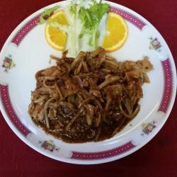 porc aux oignons et poivre noir